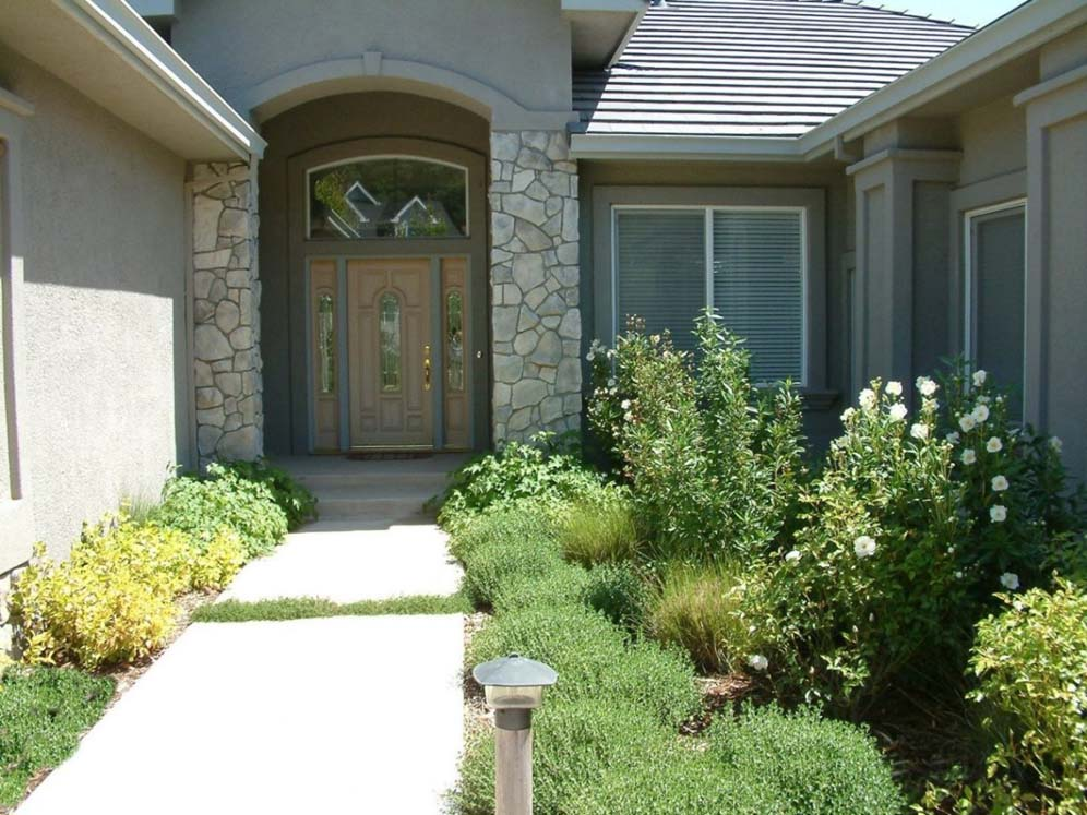 Narrow Entryway Landscaping : Narrow courtyard style entry